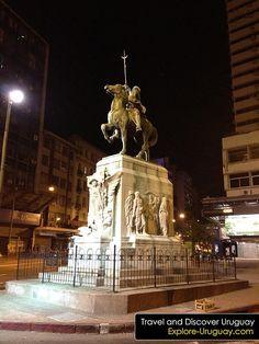 Monumento a El Gaucho sobre Av. 18 de Julio y Javier Barrios Amorin - Centro de…
