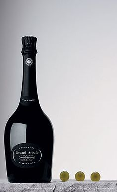 Laurent Perrier Grand Siecle, a champagne fit for the very special occasions :) Cava Champagne, Champagne Brands, Laurent Perrier, Best Red Wine, Wine Images, Citrus Fruits, Grand Cru, Wine Packaging, Italian Wine