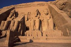 Abu Simbel Temple pictures. Travel pictures. Photography gallery of Abu Simbel: Egypt. Photos of Abu Simbel Temple. Lake Nasser, Lago Nasser.Fotos del templo de Abu Simbel. Egypto. Ägypten . Travel Photography. Fotos de viajes. Galería fotográfica. Reisen