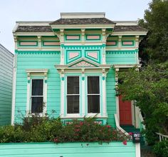 Bernal Heights  #sanfrancisco #houseportrait #archi_ologie #archidaily #casas #houses_ofthe_world #houses_phototrip #theprettycities #tv_architectural #archilovers #colorfulhouses #victorian #victorianhouse #victorianarchitecture #colorcombo #colorsplash #colorsplurge #dscolor #dsrainbow #thesanfrancisco #sfguide #culturetripsf #curbed #instacolor #colorsplash #colorgram #livecolorfully #flashesofdelight #pocket_world #colors_hub