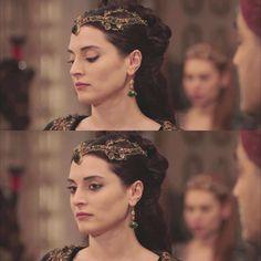 Halime Sultan - Aslihan Gürbüz Sultan Kosem, Royal Dresses, Ottoman Empire, Turkish Actors, Queens, Soap, Beautiful, Fashion, Moda