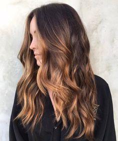 9 anledningar till att vi vill färga håret brunt i sommar