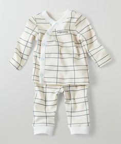 This artistic variation on the classic checkerboard pattern are perfect for bringing home baby to a world of love and comfort. These kimono style baby pajamas feature ivory accent cuffs and piping down the front, with baby blue outlines on the secure classic snaps. Shop our Springtime Zoo collection for matching accessories made to be perfect!