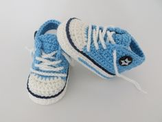 Crochet pattern for trendy baby shoes, Crochet pattern for babychucks. Boy Crochet Patterns, Crochet Motifs, Knitting Patterns, Baby Converse, Crochet For Boys, Love Crochet, Shoe Recipe, How To Start Knitting, Baby Sneakers