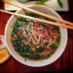 Food allergy travel - here are my 5 reasons why having a food allergy shouldn't keep you from traveling the world Food Allergies, Japchae, How To Stay Healthy, A Food, Traveling, Ethnic Recipes, Safety, Wanderlust, Website