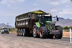 Agriculture Business, Agriculture Farming, Tractor Pictures, Crop Farming, Big Tractors, Engin, New Holland, Harvester, Heavy Equipment