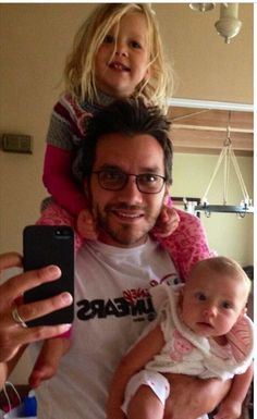 Dominic Zamprogna with his two daughters. He plays Dante Falconeri on General Hospital Soap Opera Stars, Soap Stars, Luke And Laura, Best Soap, Two Daughters, He's Beautiful, General Hospital, Actors, Celebrities