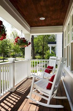 Porches Patio Ideas to Make Beautiful Home Exterior. Genius Porches Patio Ideas to Make Beautiful Home Exterior. 48 Stunning Porches Patio Ideas to Make Beautiful Home Small Front Porches, Farmhouse Front Porches, Front Porch Design, Decks And Porches, Front Deck, Porch Designs, Front Porch Flowers, Back Porches, Southern Porches