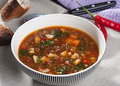 The slimming club& delicious soup with minced beef, vegetables, garlic and chili . Chili, Food Plus, Cook N, Danish Food, Different Recipes, Ratatouille, Food To Make, Spicy, Easy Meals