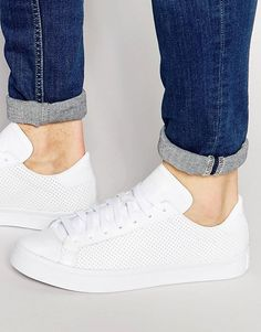 Buy adidas Originals Court Vantage Trainers at ASOS. Get the latest trends with ASOS now. Adidas Originals, All White Shoes, Street Culture, Court Shoes, Real Leather, Retro Fashion, Fashion Online, What To Wear, Trainers