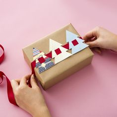 Gift Wrapping Ideas : Want to dress up plain wrapping paper? Check out this DIY for easy holiday present toppers made from recycled holiday cards. Christmas Gift Wrapping, Christmas Holidays, Christmas Quotes, Christmas Carol, Christmas Gift Cards, White Christmas, Outdoor Christmas, Beautiful Christmas, Christmas Present Ribbon