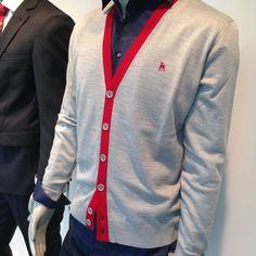 lichtgrijze cardigan met rode afwerking Blazer, Jackets, Fashion, Down Jackets, Moda, Fashion Styles, Blazers, Fashion Illustrations, Jacket