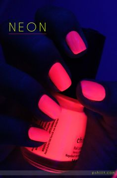 Black Light Effect - Pink Neon Mani For all of you out there that like me have been looking for a glow in the dark nail polish china glaze poolside party seems to do the trick :)