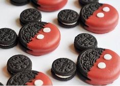 Mickey Mouse Oreo Cookies - Oreo's are on PETA's Accidentally Vegan list making these. even more fabulous! Mickey Mouse Torte, Mickey Mouse Oreos, Bolo Mickey E Minnie, Mickey Mouse Desserts, Fiesta Mickey Mouse, Mickey Mouse Baby Shower, Mickey Mouse Cupcakes, Mickey Mouse Parties, Disney Parties
