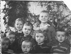 10 января. Елки прошлых лет. 65-66 гг? Наши троюродные братья и сестры  из Караганды.