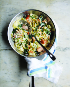 Smoked salmon with spinach on papardelle