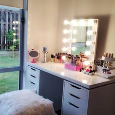 Diy ikea hack vanity put shelves on wall beside mirror - Rangement maquillage fait maison ...