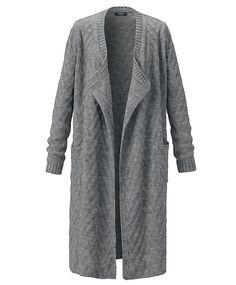 Strickmantel in modischem Zickzack-Strickmuster. Mit weich fallendem Rundhalsausschnitt und aufgesetzten Taschen. Ob zum Kleid oder zur Skinny-Jeans, dieser Mantel verleiht jedem Outfit eine Wohlfühl-Garantie.