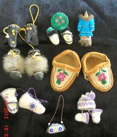 Assorted zipper/purse pulls; brooches and baby moccasin