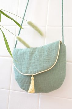 Diy patron maison petit sac en double gaze - Bestworld Tutorial and Ideas Trendy Baby Boy Clothes, Sewing Baby Clothes, Baby Clothes Patterns, Crochet Clothes, Crochet For Boys, Crochet Baby, Verde Jade, Diy Sac, Clothes Crafts
