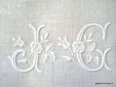 LINGE ANCIEN/Joli monogramme ancien brodé sur fil de lin pour couture et patchwork
