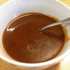 caramelo de Castanhas de Caju acompanhamento delícia!!! 1 xic. de chá de açúcar demerara 1 porção inteira do resíduo do leite de castanhas 1/2 xíc. de leite de castanhas