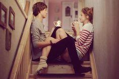 Ela: Me desculpe, não posso mais guardar isso para mim, é forte demais…  Ele: Fico muito feliz que tenha me dito.  Ela: E o que você…sente… sobre mim?  Ele: Sobre você? Bem… você é a minha vida.