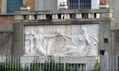 bassorilievo della facoltá di Agraria, Pisa, Italia
