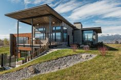 Modern holiday home in Jackson Hole Wyoming Enchanting Getaway Gives The Woodsy Cabin Style A Modern Twist Modern Mountain Home, Mountain Homes, Architecture Résidentielle, Design Exterior, Exterior Siding, Jackson Hole, Modern Interior Design, Modern Rustic, Modern Contemporary