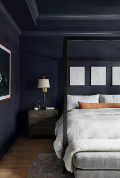 24 Ways to Decorate With Indigo Blue Dark Master Bedroom, Dark Bedroom Walls, Master Bedroom Design, Home Bedroom, Modern Bedroom, Casual Bedroom, Bedroom Ideas, Master Bedroom With Wallpaper, Ceiling Design For Bedroom