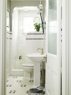 love this small bathroom! Great idea for the basement remodel!