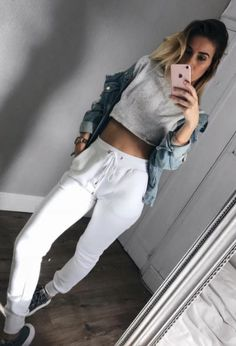 carli bybel x missguided white joggers Lazy Day Outfits, Cute Fall Outfits, College Outfits, Trendy Outfits, Fashion Outfits, Women's Fashion, White Joggers, Black Ripped Jeans, Effortless Chic