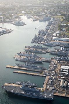 Six Military Sealift Command ships have arrived at Joint Base Pearl Harbor-Hickam, Hawaii in preparation for the start of the Rim of the Pacific (RIMPAC) 2016 multi-national, maritime exercise. Navy Carriers, Us Navy Ships, Six Nations, Naval History, Navy Military, Pearl Harbor, Submarines, Aircraft Carrier, Water Crafts