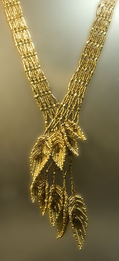 No tut other class pics on page - Gold leaves necklace