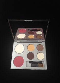 Gabriel Cosmetics Zuzu Luxe Peep Show Palette: Glam Holiday Look | Never Say Die Beauty #holidaymakeup #naturalmakeup #mineralmakeup #facepalette #gabrielcosmetic via neversaydiebeauty.com
