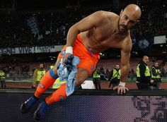 Napoli's Spanish goalkeeper Pepe Reina jumps over a barrier after greeting supporters at the end of the Italian Serie A football match SSC Napoli versus Genoa CFC on February 10, 2017, at the San Paolo Stadium in Naples. / AFP / CARLO HERMANN