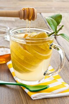 Lemon tea By BarbaraNeveu¡¯s photos , Honey And Warm Water, Honey Lemon Water, Honey Spoons, Honey Benefits, Water Benefits, Morning Drinks, Healthy Liver, How To Squeeze Lemons, Detox Drinks