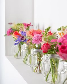 Pretty flowers for your DIY home decor. Table Flowers, Fresh Flowers, Flower Vases, Beautiful Flowers, Spring Flowers, Bouquet Champetre, Deco Champetre, Flower Decorations, Wedding Decorations