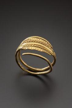 Gold finger ring, 3rd century A.D.