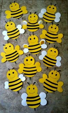 Busy bees for Bee Here Attendance board Duck Crafts, Bee Crafts, Projects For Kids, Diy For Kids, Crafts For Kids, Attendance Chart, School Attendance, Jungle Crafts, Bee Art