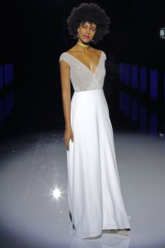 Marylise by Rembo Styling - Credits: Barcelona Bridal Fashion Week V Neck Wedding Dress, Best Wedding Dresses, Bridal Dresses, Rembo Styling, Maggie Sottero, Monique Lhuillier, Escote Sexy, Bridal Fashion Week, Dress And Heels