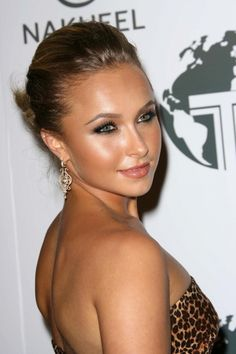 Hayden Panettieres glow - great makeup
