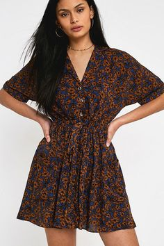 711c1295 UO Matilda Brown Floral Mini Dress£49.00 Matilda Brown, Mini Robes, Brown  Floral. Urban Outfitters