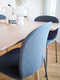 A company that has come to my attention is Flokk, a family of brands that all have long traditions within furniture design. Interior Stylist, Interior Design, Human Centered Design, Dining Chairs, Dining Table, Comfortable Office Chair, Workspace Inspiration, Contemporary Classic, Sustainable Design