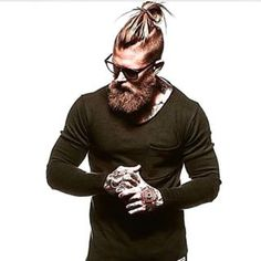 Damn this guy has style!!! @spizoiky #fullbeard #beard #beardlove #hamburg #rocknroll #rock #guitar #guitarist #beer #beardoftheday #thick #dark #ilovemybeard #black #shirt #undercut #haircut #hairstyle #hair #selfie #glasses #beanie #epiphone #gibson #bearded #music #musician #tattoo #joshmariojohn #apothecary87