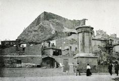 Au pied de l' Acropole. Novembre Pernot, Hubert Octave, Contributor University of California Libraries Old Photographs, Old Photos, Pompeii And Herculaneum, Greek History, Laundry Hacks, Athens Greece, Mount Rushmore, California, Mountains