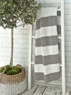Knitted Throw - Grey & White