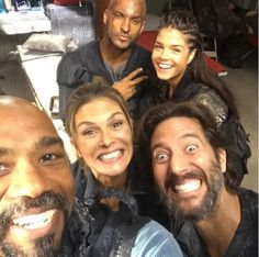 The 100 cast on set || Behind The Scenes || Ricky Whittle, Marie Avgeropoulos, Paige Turco, Henry Ian Cusick and Michael Beach || Lincoln, Octavia Blake, Dr Abby Griffin, Marcus Kane and Spike