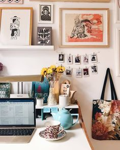 Home decor - E J 's Bookends Home Office, Desk Inspiration, Room Of One's Own, Room Goals, House Rooms, Room Decor Bedroom, Sweet Home, House Design, Decoration