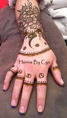 We are practicing our Steampunk Henna, gearing up for the AMAZING PHOENIX COMIC CON, late Jan 2014, where we will be painting Henna. Mehndi Art, Henna Mehndi, Henna Art, Henna Hands, Real Tattoo, Henna Designs, Phoenix, Doodle, Body Art